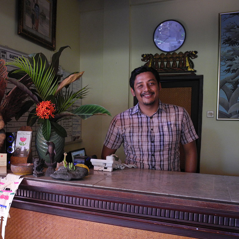 Made Mardhika ist der Chef im Hotel